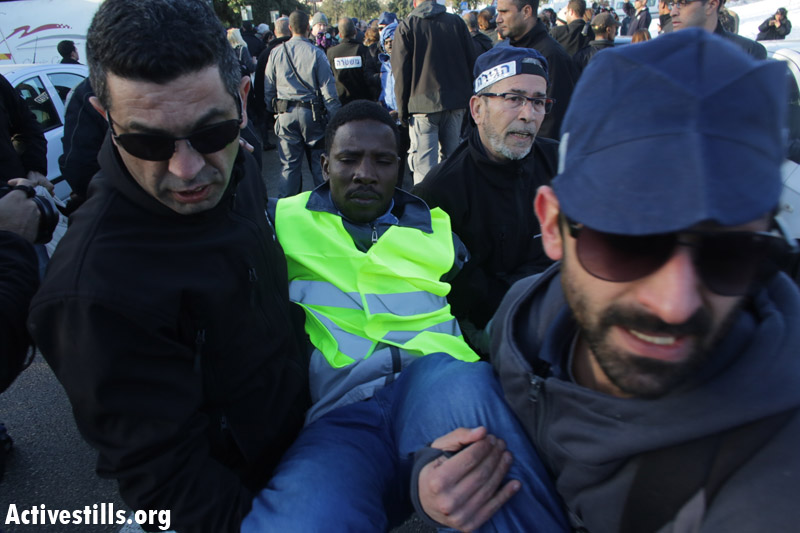 אחמד בעת דיכוי צעדת החירות מול הכנסת